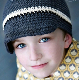 Bonnet /casquette en crochet - bleu marine blanc - garçon