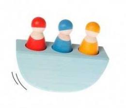 3 bonhommes colorés dans un bateau  - Grimm's