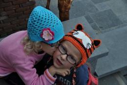 Bonnet /casquette en crochet - bleu turquoise - petite fille